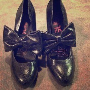 Kensie Girl Black Bow Heels, Size 8.5